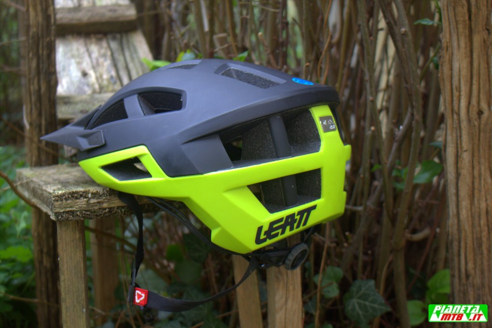 TEST CASCO LEATT DBX 2.0