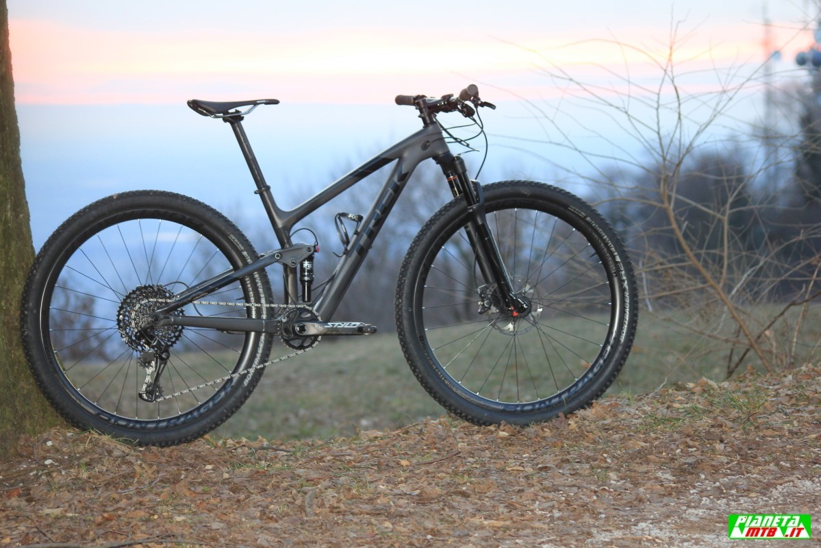 test trek top fuel 9 8 sl  nero carbonio camaleontico