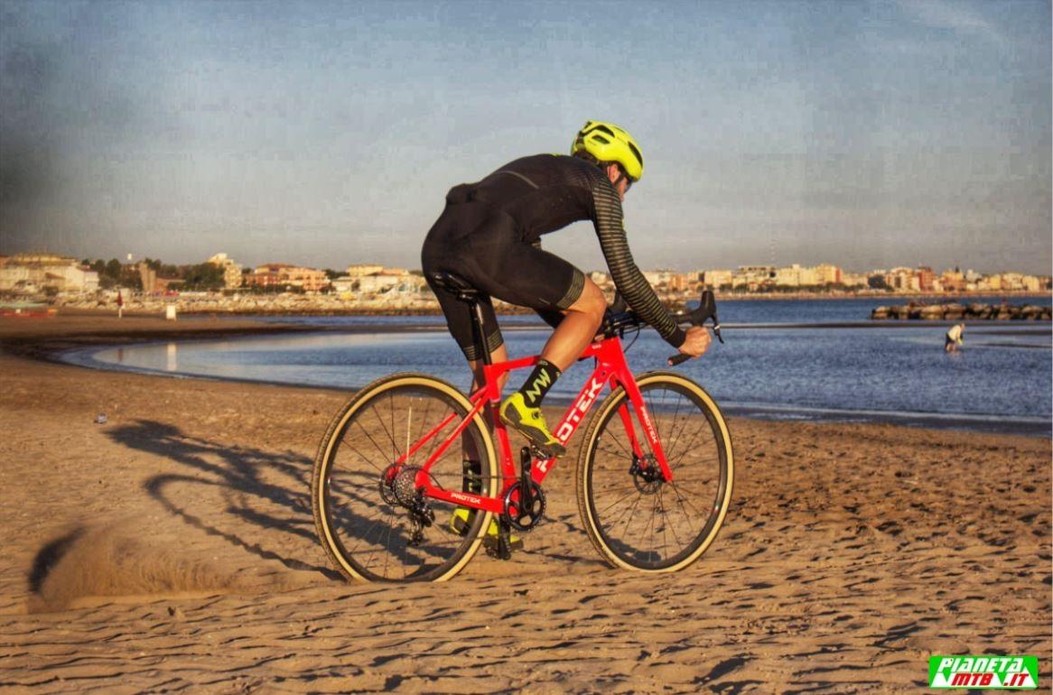 Cicli Protek CX Carbon elite primo piano Rimini