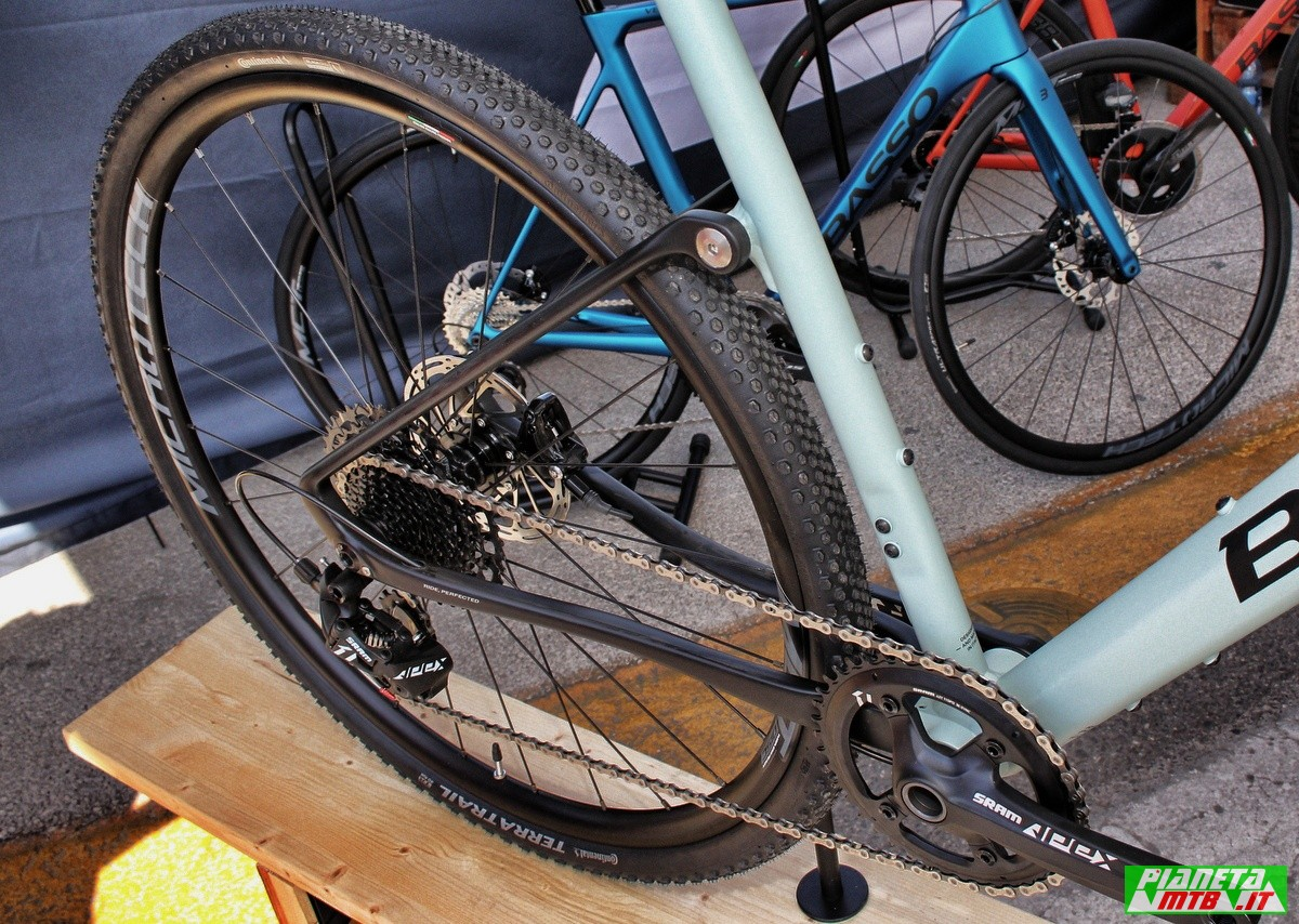 Gravel Bike Basso Tera primo piano