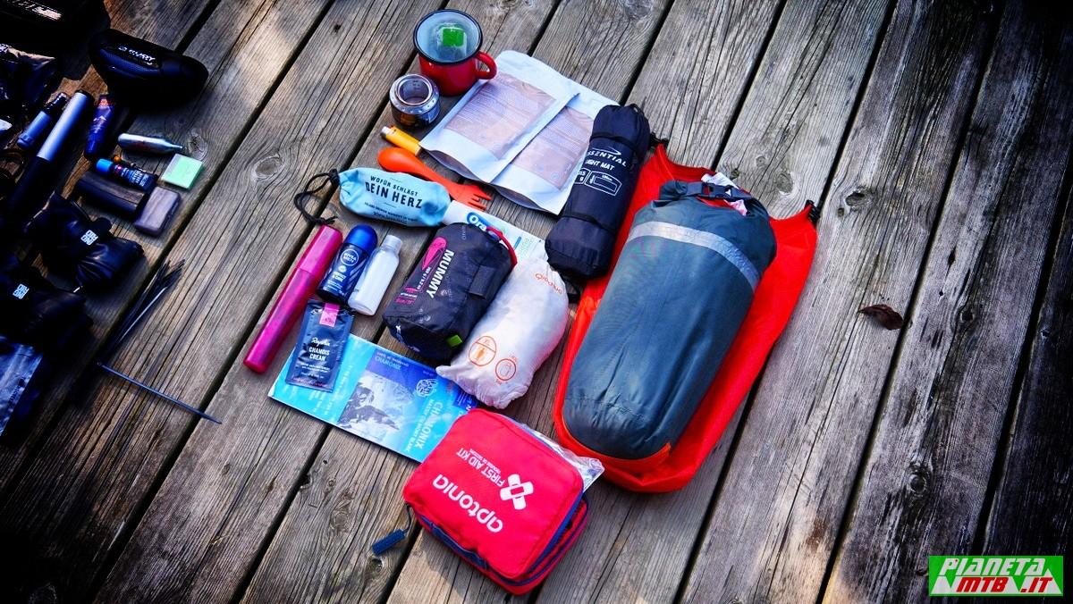 Kit bikepacking emergenza