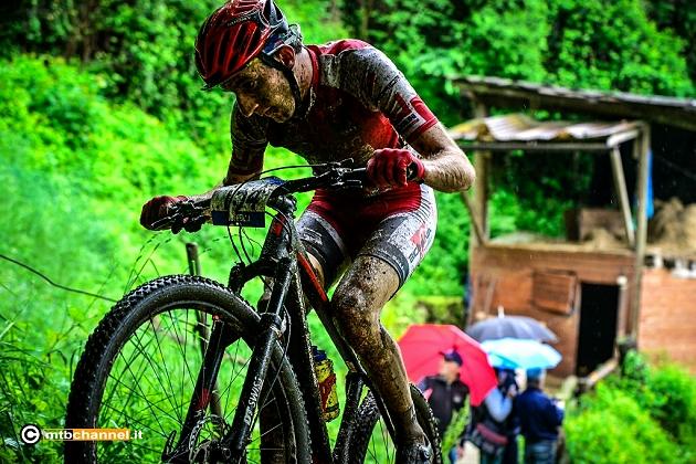 Cristian Boffelli sesto assoluto nella gara di Parre disputata sotto la pioggia battente