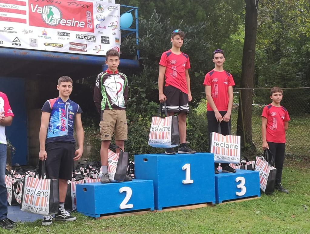 Il podio Allievi dell' XCO del Trentennale di Laveno Mombello con il vincitore Raffaele Uderzo e Alessandro Bassi terzo