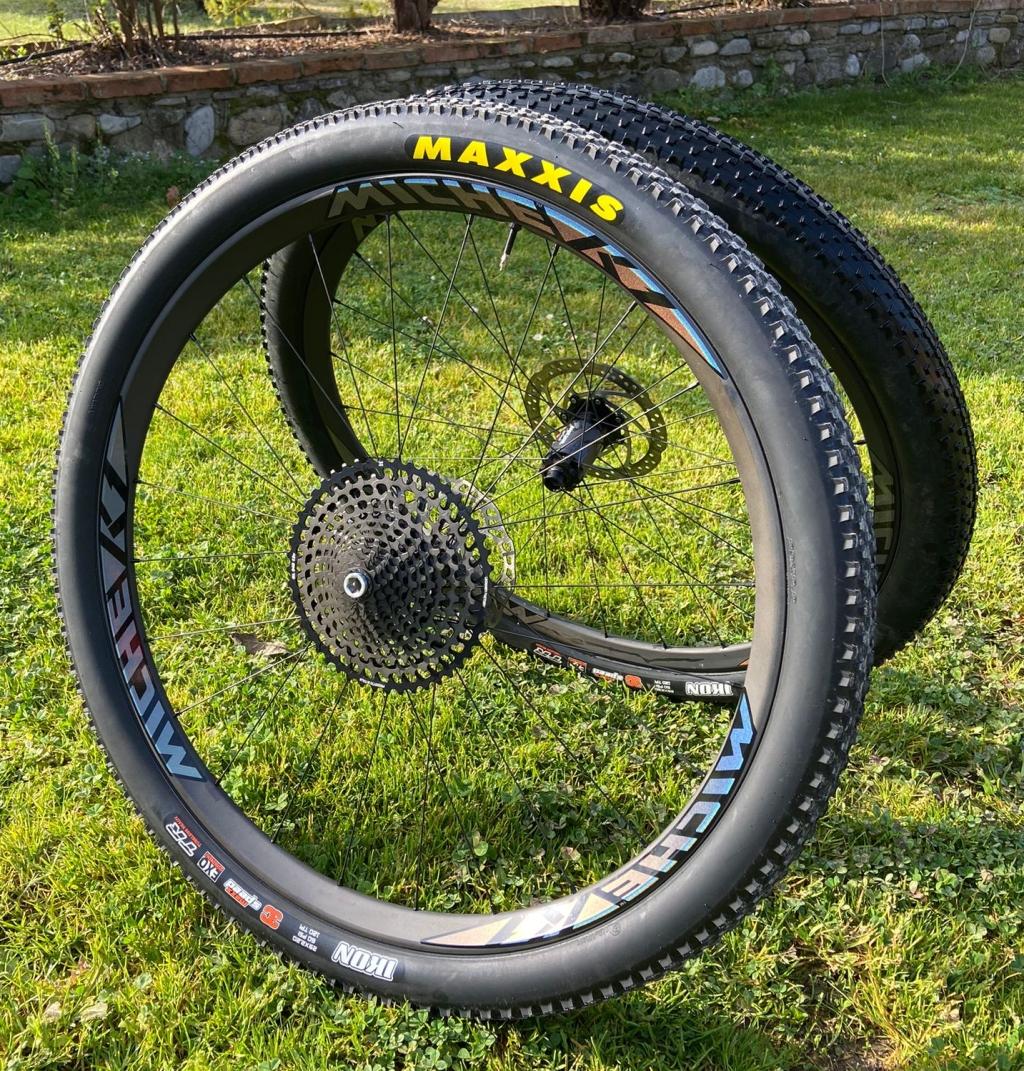Ruote Miche K1 Carbon e pneumatici Maxxis Ikon e Rekon Race, la scelta perfetta per stabilità, resistenza e sicurezza
