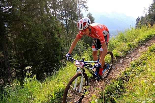 Daniele Mensi in azione alla Alta Valtellina Bike Marathon prima della caduta