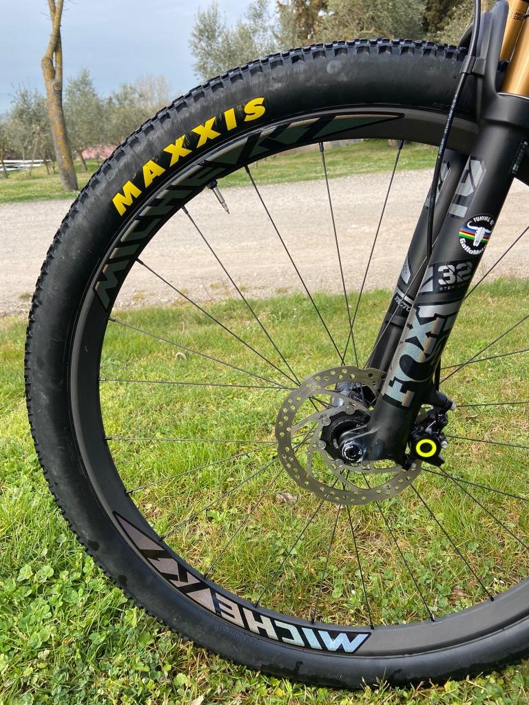 Ruote Miche e pneumatici Maxxis, un abbinamento tecnico che dal 2013 equipaggia Soudal-Lee Cougan