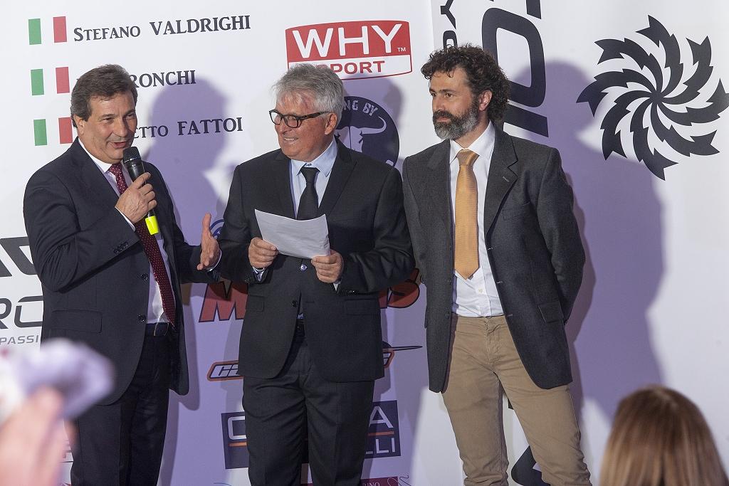 Ai fianchi dello speaker i main sponsor di SOUDAL-LEE COUGAN Racing Team, Mario Sorini, general manager di Soudal Italia e Paolo Sandini, responsabile tecnico di Lee Cougan