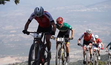 Gioco di squadra per il Trek-Pirelli in Andalucia