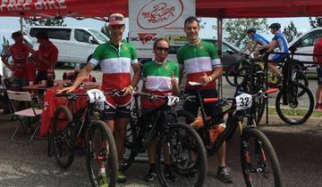 A Bielmonte Pavan Free Bike sferra tre sciabolate tricolore