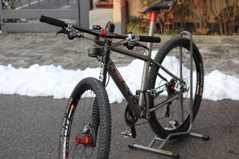Axevo x titanium 27 5 39 39 8 8 kg in stile racing pianeta for Come costruire un telaio a buon mercato