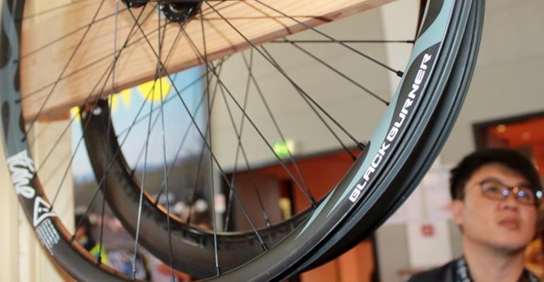 Tune: Nuove ruote in carbonio Black Burner XC, Plus e Skyline. Queste pesano solo 1.203 grammi