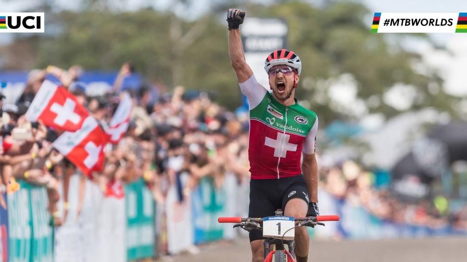 Nino Schurter vince il mondiale a cairns in Australia