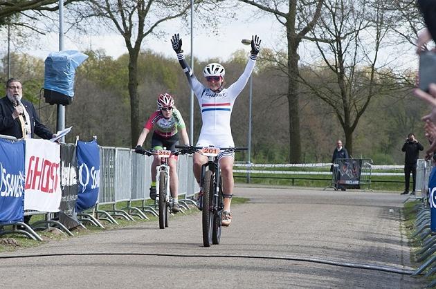 La campionessa olandese Anne Terpstra vince a Nieuwkuijk il titolo del Benelux